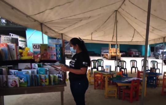 Outdoor library activities in La Libertad