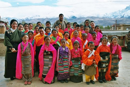 Send a Tibetan girl in China to school for a year