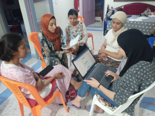 forming study groups and using laptops