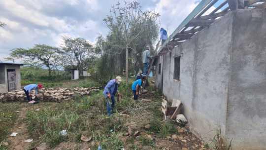 Reconstruction of 'Community House' in Coa Abajo