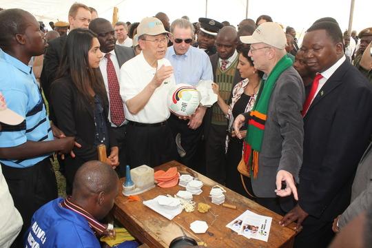Ban Ki-Moon and Jacques Rogge inspect an A&K ball