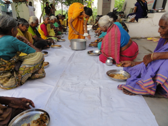 India Charity serving midday meals for hungryelder