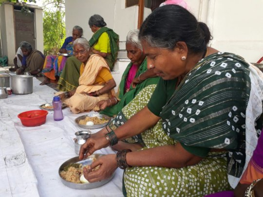 Meal donation for poor needy oldage people helpage