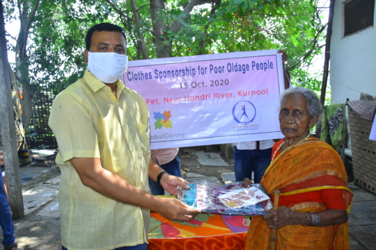 donation of clothes for poor old age women kurnool