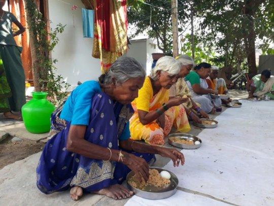 middaymeal sponsorship to poor oldage people india