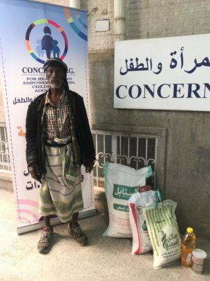 Abdo and other Needy people receiving food kit