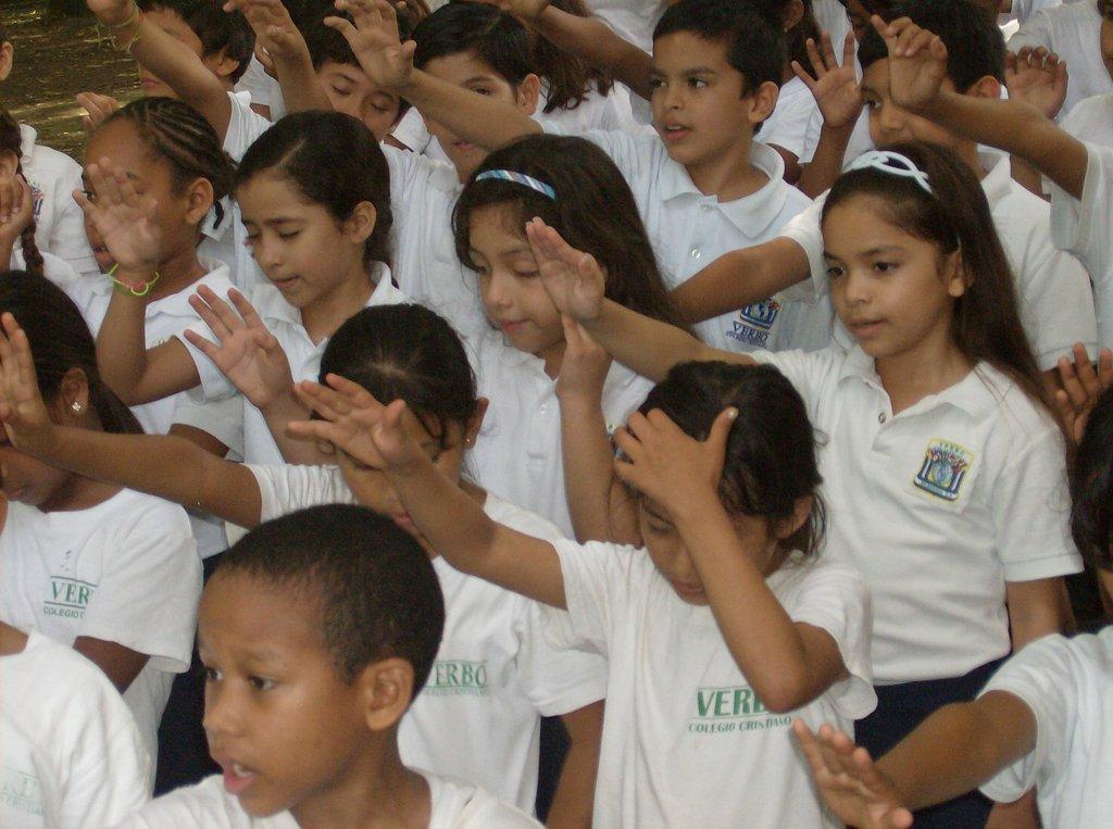 Kids praying before the ribbon-cutting!
