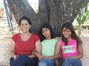 Nolvia Morales (left) w/Verbo School students