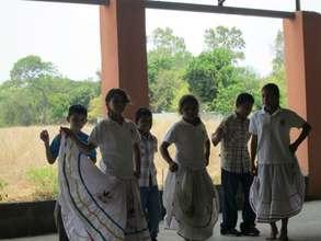 Colegio Verbo children dancing at the celebration