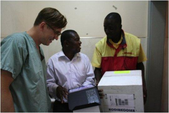 Drs. Lartey & Bujak receive cornea tissue
