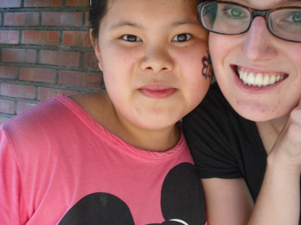 Sujin and Jen, a KKOOM Volunteer