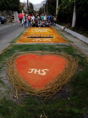 Youth Club with their finished alfombra