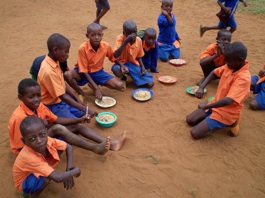 Build an energy-saving school kitchen in Kenya