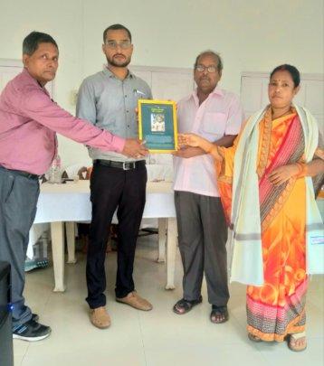 DFO Porhat Nitish with parents of late R Prajapati