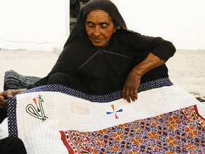 Deavalben with her home quilt