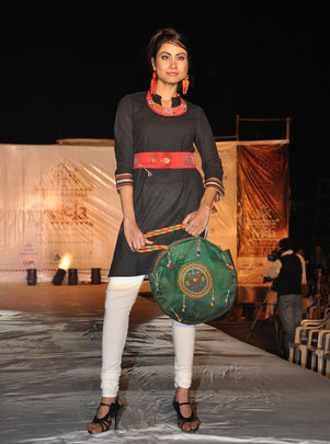 Sajnuben's embroidered hansadi in fashion show