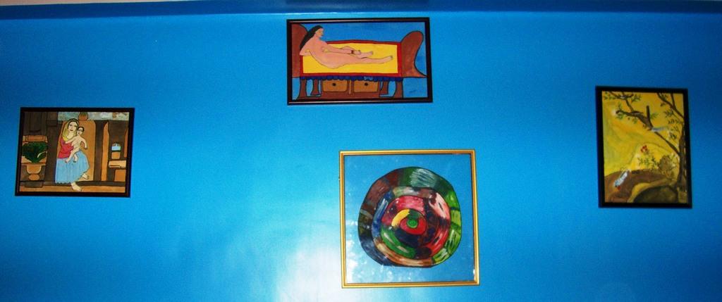 Living Room Wall/Artwork Gallery