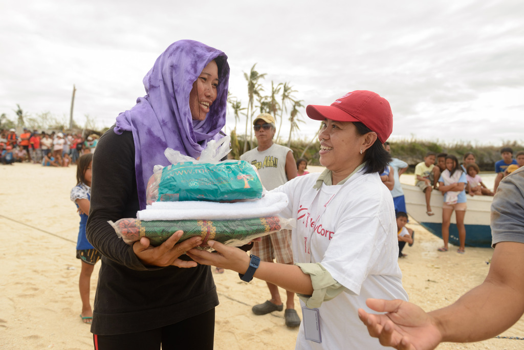 Mothers receive food, water and blankets