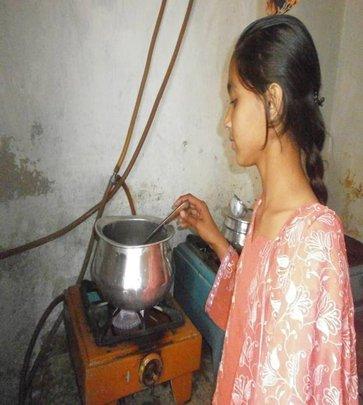 Kainat doing domestic chores