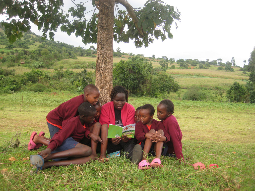 Kakenya bonds with the students, Jan. 2011