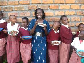 Kakenya and the Girls Sharing a Meal