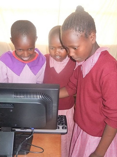 Students working together in the computer lab