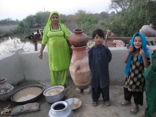 Women making their own Nadi filter