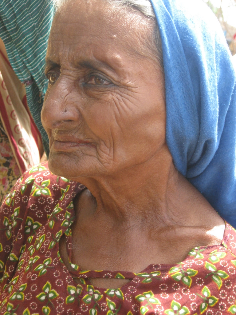 Old women IDP wiaiting medical & food aid