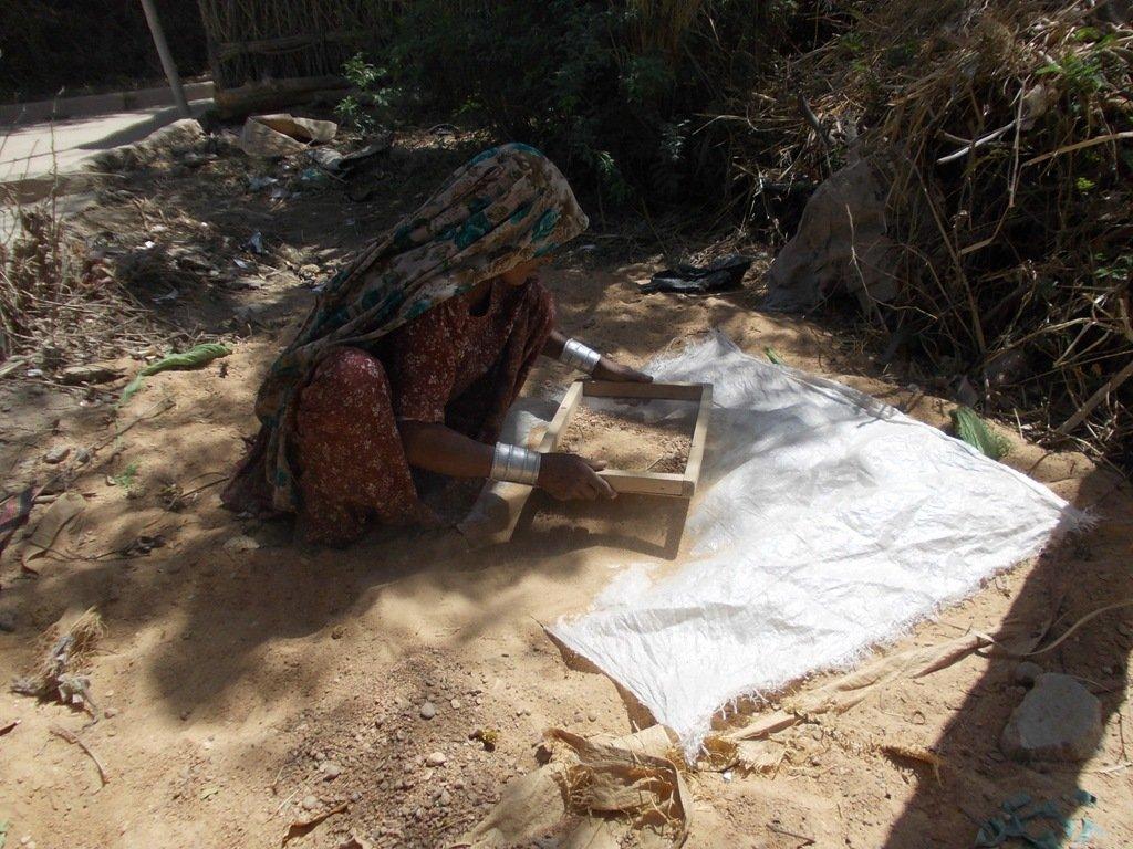 Women sorting stones for nadi