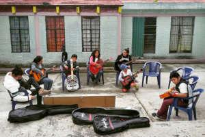 "Music classes in ""El Chante"""