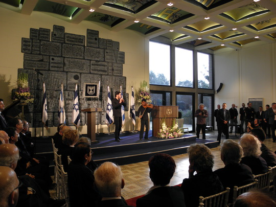 Abraham performing at the Presidential Residence