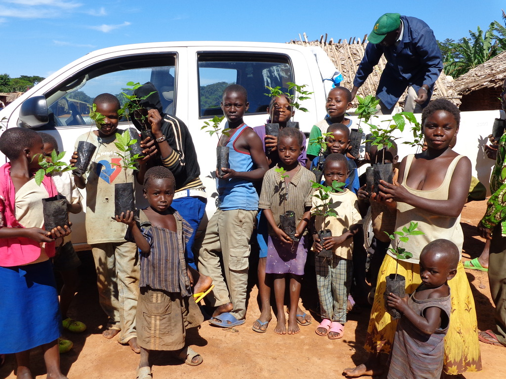 Students Receive Seedlings for Agroforestry