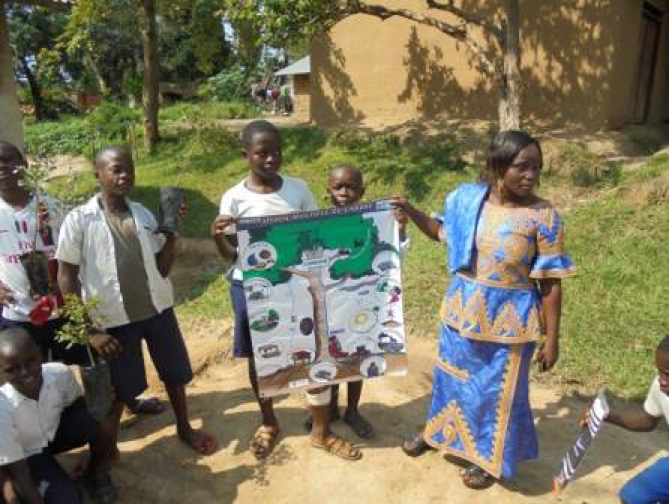 Children celebrating Tree Day on Dec 5