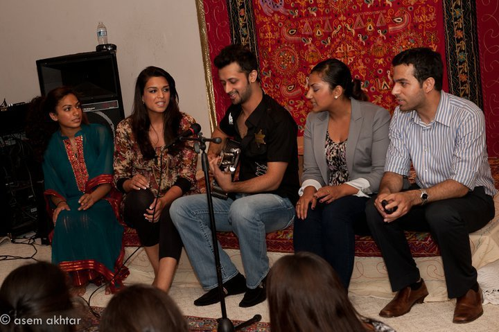 Atif Sings with his fans