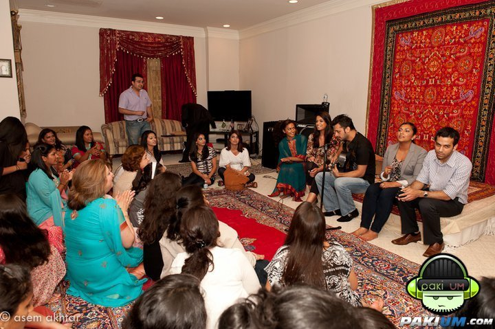 Atif Sings with his fans 2