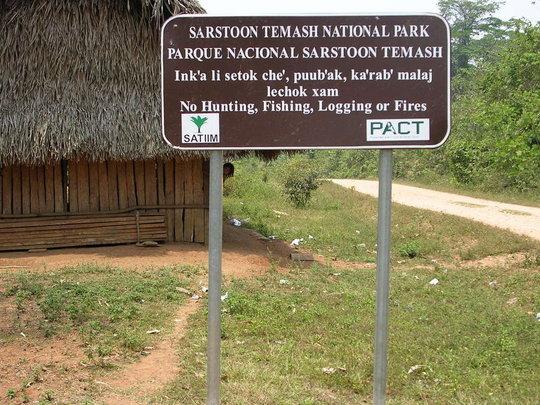 Park sign in English and Q'eqchi' Maya