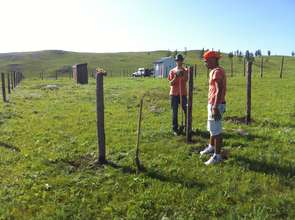 French volunteers setting up the new fence.