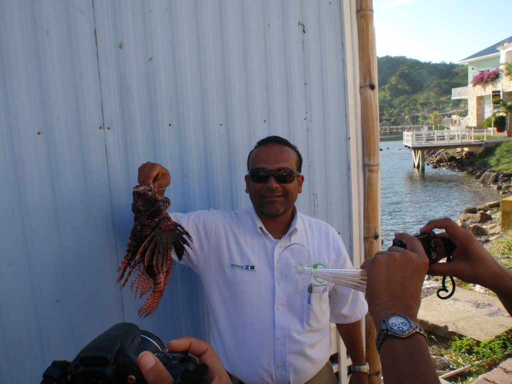 The Vice Minister with an Invasive Lionfish