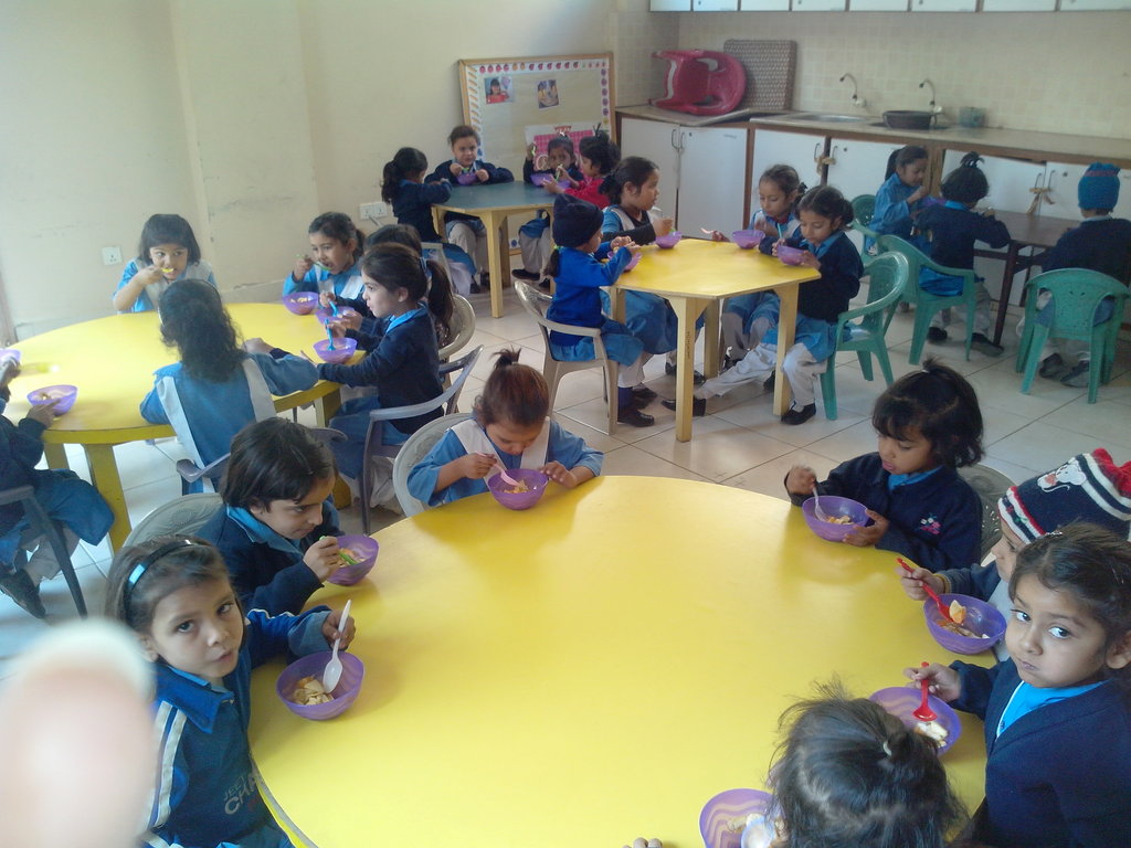 students in the breakfast room
