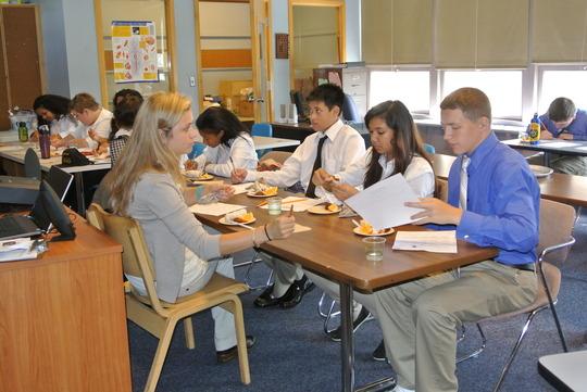 OHSU Dietetic Intern Madeline Kinzly in class