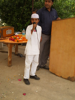 """A child as """"CHACHA NEHRU"""" - fancy dress competitio"""