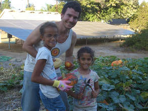 Nick and the girls harvest heirloom squash