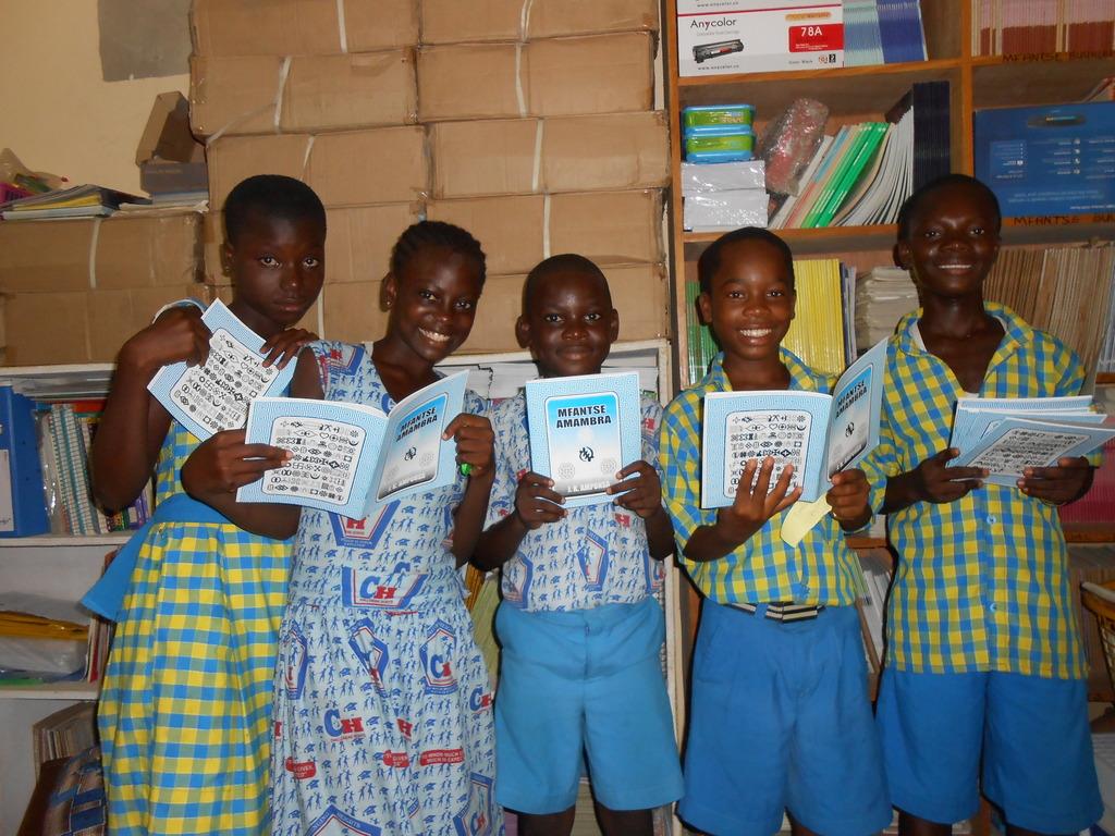 Class 4 students reading new Fantse textbooks!
