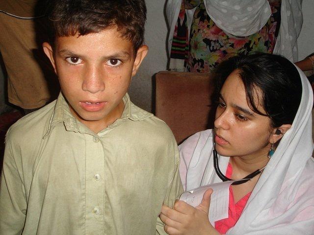 Dr. Zahra Shah, a CDRS volunteer, treats a patient