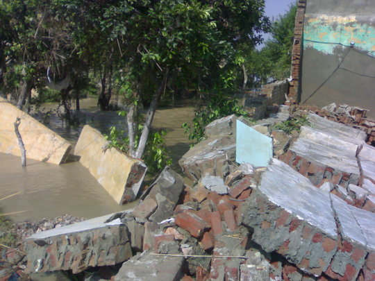 Give Health Services to Pakistan Flood Victims