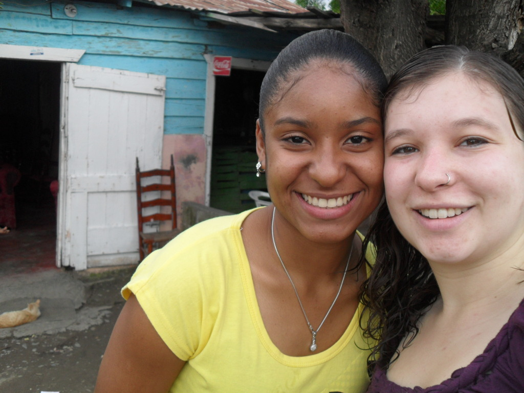 Yspaniola Scholar Mayra and Sarah, volunteer