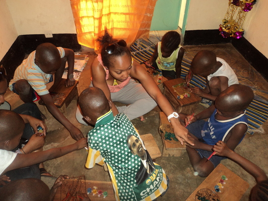 Children during Arts and Craft with Aissata