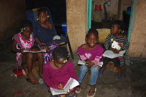 ACFA-Mali Girls reading