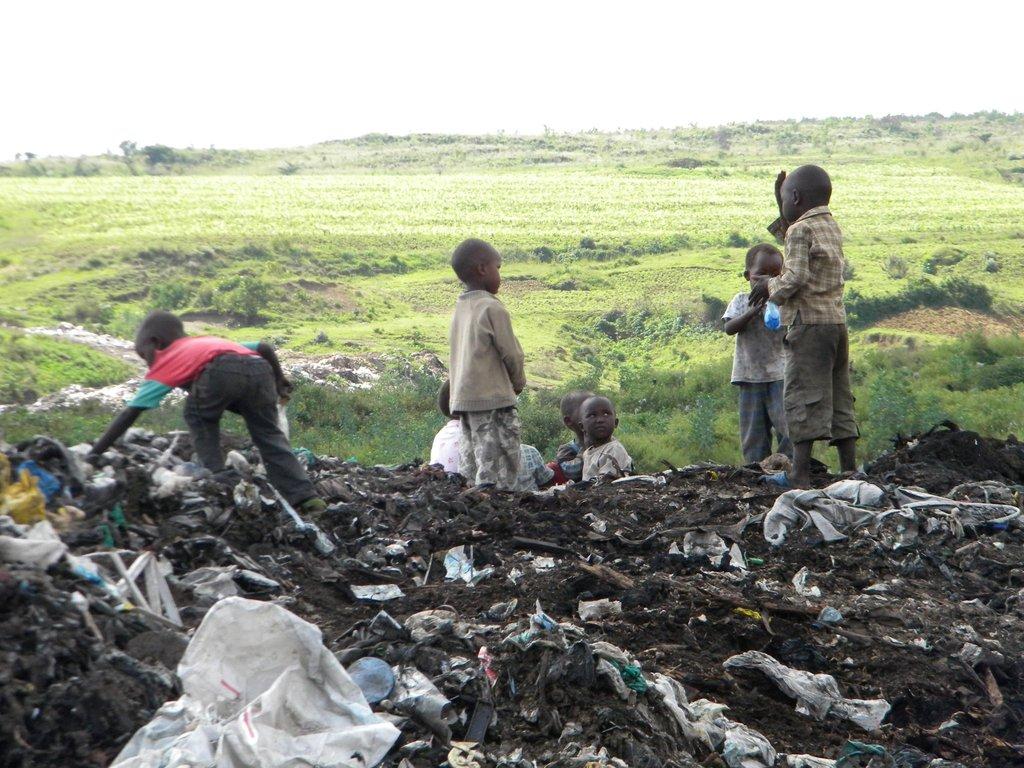 Children in the Nakuru Dump - pic byJen Buley