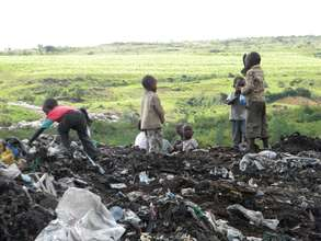 Children in the Nakuru Dump - pic byJen Buley